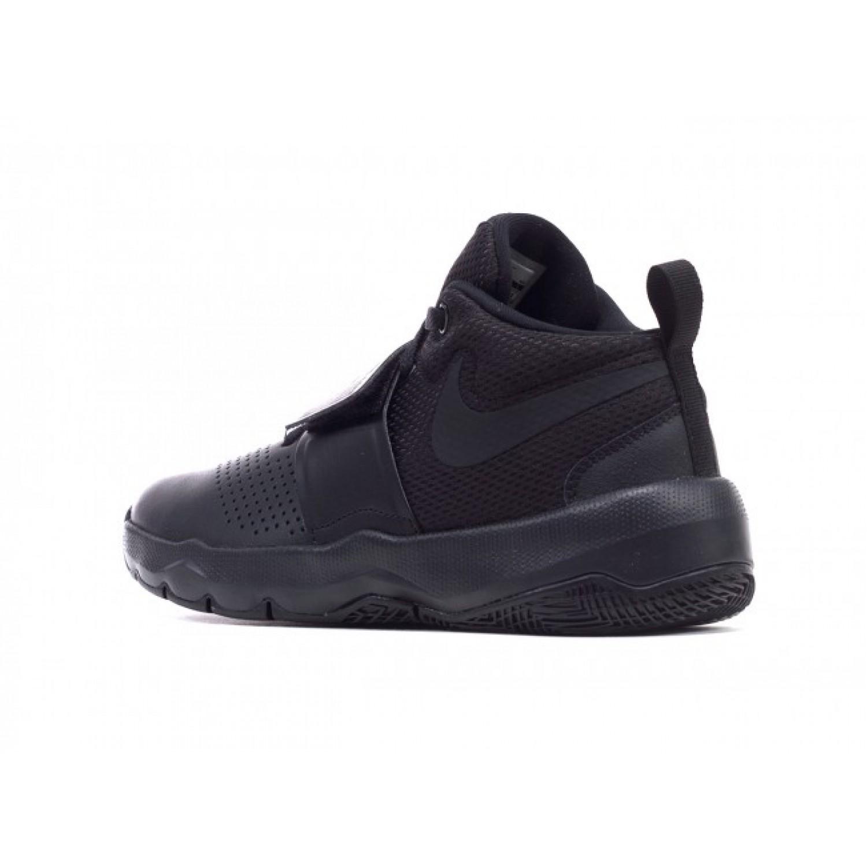 Nike Team Hustle D 8 (GS) Basketball Shoe BLACKBLACK |